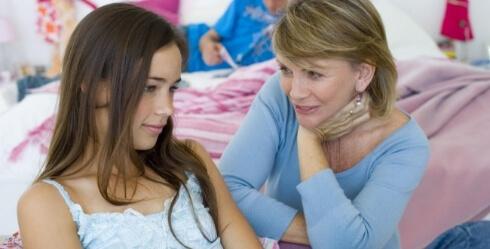 Пережить месячные в школе помогут подруги, одноклассницы или медсестра